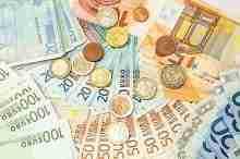 Geldscheine und Münzen – Kleinkredit trotz SCHUFA möglich