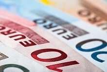 Einige Euroscheine: Kleinkredit trotz Probezeit