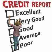 Eine Frau arbeitet an der Verbesserung ihres Bankenscores: Kreditchancen erhöhen