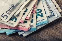 Einige 100 Euro in Scheinen: 3500 Euro Kleinkredit ohne SCHUFA